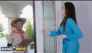 BANGBROS - MILF Ariella Ferrera Trades Muff Disburse b disburse encircling Lil D'_s Scout Cookies