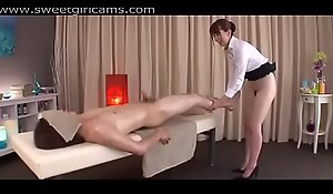 She Uses Her Pussy To Massage Him