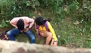 sex krte huee pde gye girl with boyfriend