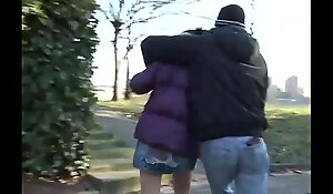 Maniac attacks a young girl in a park for a brutal light of one's life