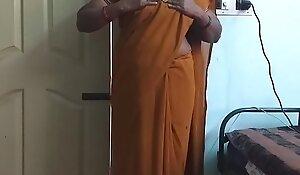 desi  indian horny tamil telugu kannada malayalam hindi big White Chief wife wearing saree vanitha showing big bosom and hairless pussy press hard bosom press gnaw scraping pussy masturbation