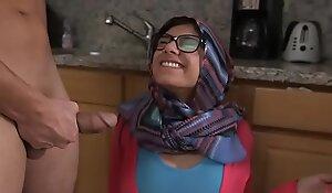 MIA KHALIFA - Arab Pornstar Toys Her Pussy On Webcam For Her Fans